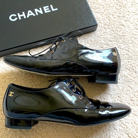 CHANEL patent leather lace up oxford flat